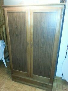 Armoire en Bois SOLIDE / SOLID Wooden Dresser