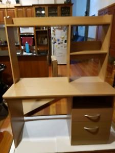Desk in excellent condition
