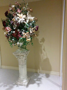Flower arrangement plus the pedestel Cambridge Kitchener Area image 1