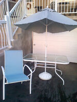 Patio Set - Table, 6 Chairs, Umbrella