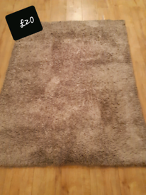 Used rug taupe 120x 170cm