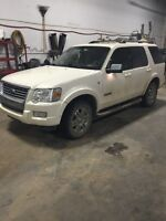 2007 ford full size suv low km and loaded with options