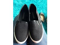 Ladies shoes size 4.