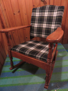 VINTAGE OAK ROCKING CHAIR WITH WOOL PLAD UPHOLSTERY ASKING $95 O