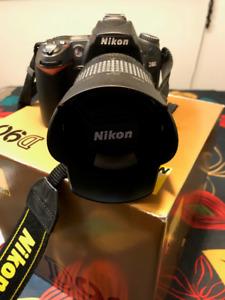Nikon D90 + Lentille 18-105mm Lens + Accessoires