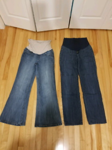 Comfy maternity jeans size small.