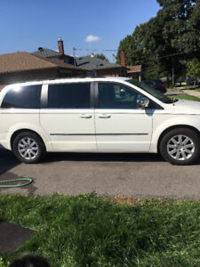 2010  Dodge Caravan leather seats DVD 150000klms  swivel and go