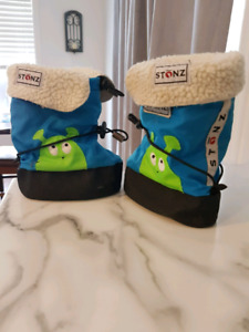 Stonz Boots with Sherpa Liner Size Large (2T)
