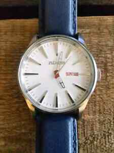 2 x Men's Nixon 'The Sentry' watches in 10/10 condition.