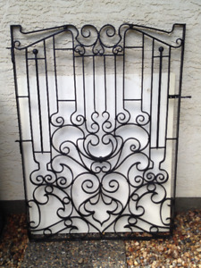 EYE-CATCHING WROUGHT IRON GATE READY TO INSTALL