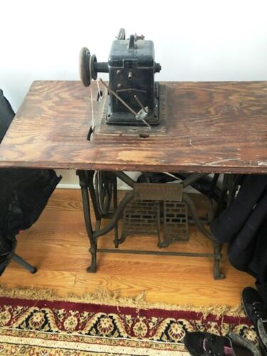 Antique EXCELSIOR No 4? Fur Sewing Machine w/Pedal base 1908 Complete EX