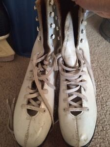 Selling two pairs of skates