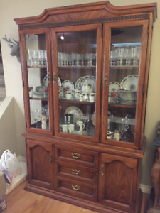 Beautiful Solid Wood Hutch and Dinning Table/Set