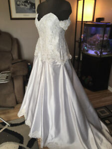 New Plus Size Wedding Dress, Size 20-24