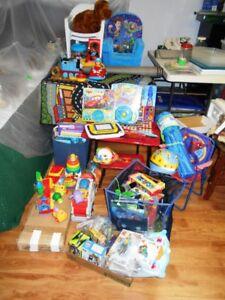 Lot de jouets pour garcon.