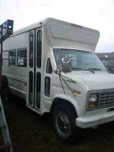 1988 FORD ECONOLINE 350 BUS with Wheelchair Lift Prince George British Columbia image 2