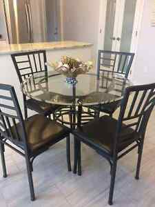 Beautiful tempered glass dinning table w/ 4 four chairs!
