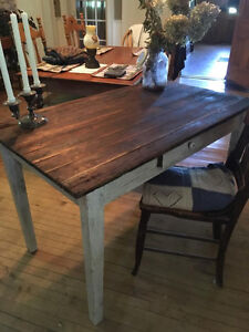 Very old Antique Harvert Table Kitchener / Waterloo Kitchener Area image 1