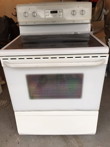 Frigidaire Self-Cleaning Convection Oven with Glass Top