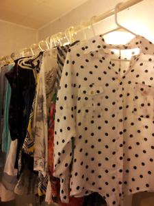 Robes, chemises, pantalons, vestons, souliers pour femme (Small)