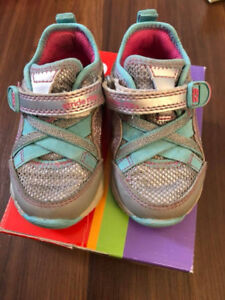 Toddler Stride Rite Shoes 5 wide and in excellent condition