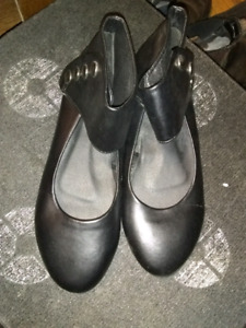 Womens shoes size 6 make an offer