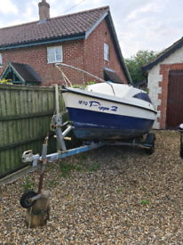 Sailing boat with lifting keel