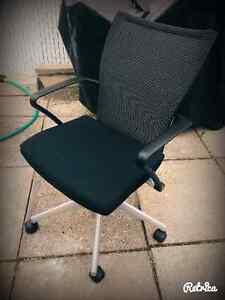 Chaise de bureau noir et gris !
