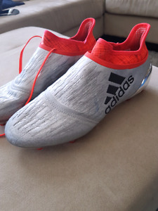 Almost new men's soccer cleats