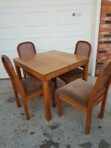 Dinning Room Table with 4 Chairs, 1 removable table leaf