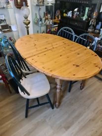 Extendable pine table