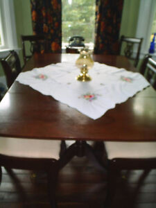 DUNCAN PHYFE DOUBLE PEDESTAL DINING ROOM TABLE AND 6 CHAIRS