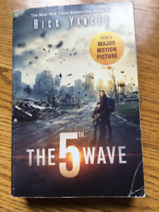 Book - The 5th Wave by Rick Yancey