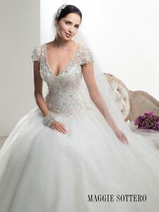 Robe de mariée:  Designer Maggie Soterro-Style Dawson