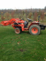 Kobota 3010 tractor, 2000, with front end loader