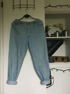 Size 31 Wrangler for Woman Mom Jeans