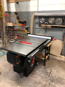 SAW STOP PROFESSIONAL CABINET SAW / Table Saw