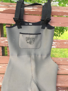 Men's large, DRY FLY Neoprene Chest Waders. Excellent Condition!