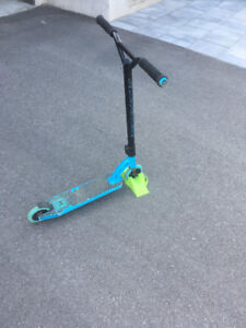MADD GEAR PRODUCTS (MGP) High End Scooter and Stand
