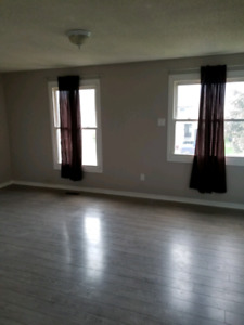 Lrg unfurnished room available