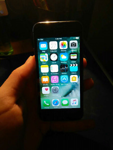 Like new Black iPhone 5s-16 gig- 9/10 condition!+ Case!