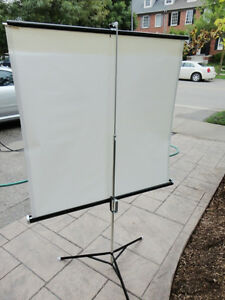 "Tripod Projector Screen - Collapsible - 40"" x 40"" - Great Shape Kitchener / Waterloo Kitchener Area image 3"
