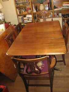 Duncan Phyfe Table + 4 chairs West Island Greater Montréal image 1