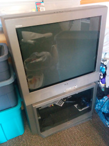 Sony flat screen TV (tube type)