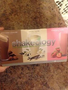 Shakeology combo box new in plastic