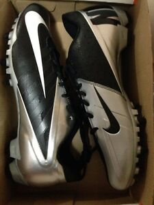 Size 11.5 Nike Vapor Pro Low TD football cleats BRAND NEW