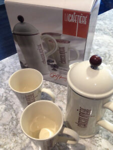Hot chocolate serving carafe / coffee press with 2 mugs