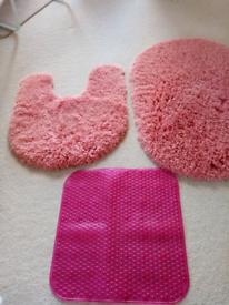Bathroom mat set