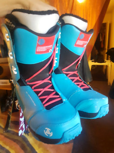 K2 Snowboarding boots w/ Boa coil tightening system (size 11)