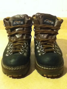 Women's Arctic Trail Waterproof Hiking Boots Size 7 London Ontario image 5